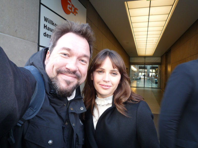 Felicity Jones Photo with RACC Autograph Collector RB-Autogramme Berlin