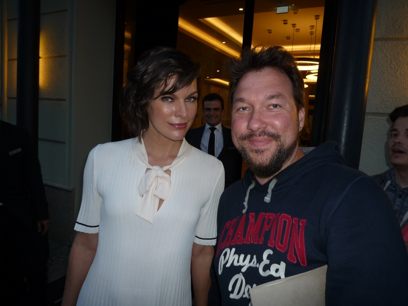Milla Jovovich Photo with RACC Autograph Collector RB-Autogramme Berlin