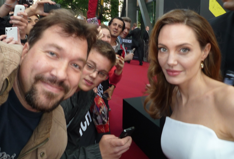 Angelina Jolie Photo with RACC Autograph Collector RB-Autogramme Berlin