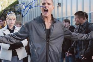 Chris Zylka Autograph