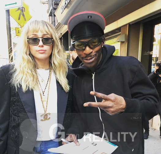 Miley Cyrus Photo with Authentic Autograph Dealer GTV Reality