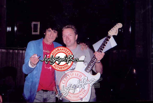 Ronnie Wood Photo with Authentic Autograph Dealer Autograph Pros